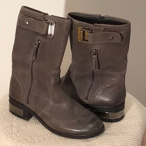 VINCE CAMUTO BOOTS in Distressed Grey Sz. 7M